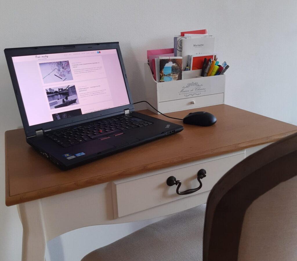 Bloggeburtstag Schreibtisch Frei-mutig Minimalismus